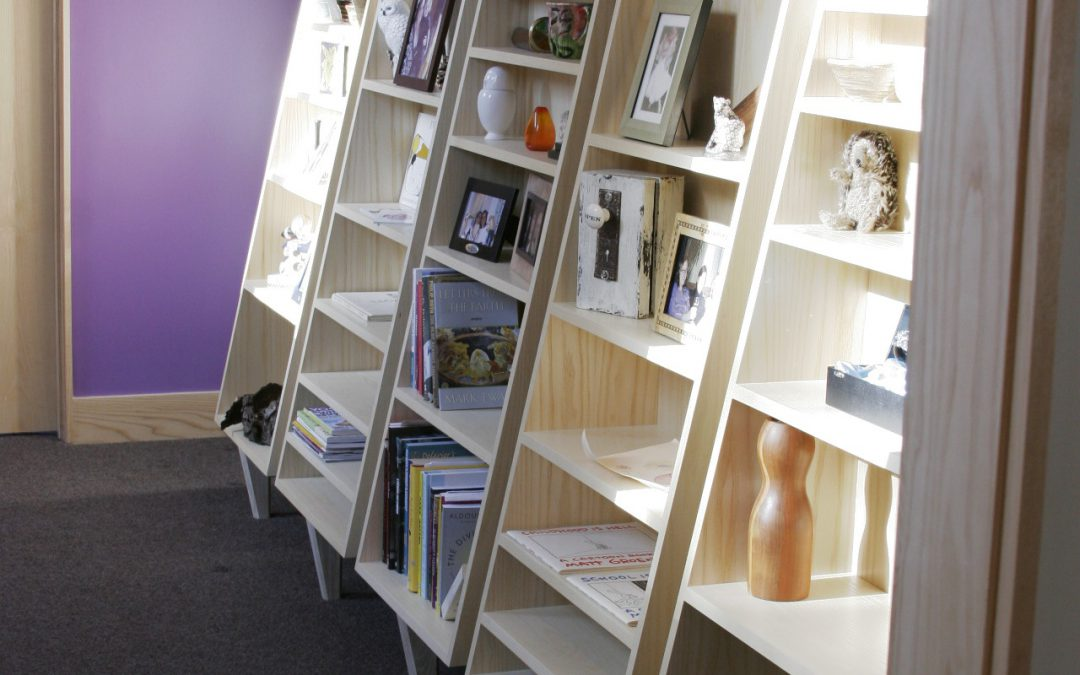 Tapered tchotchke shelves