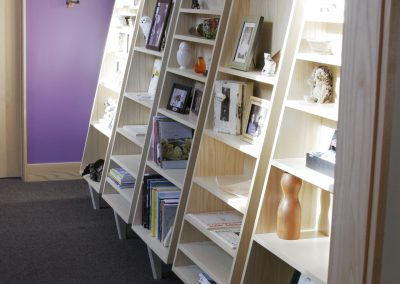 Tapered tchotchke shelves
